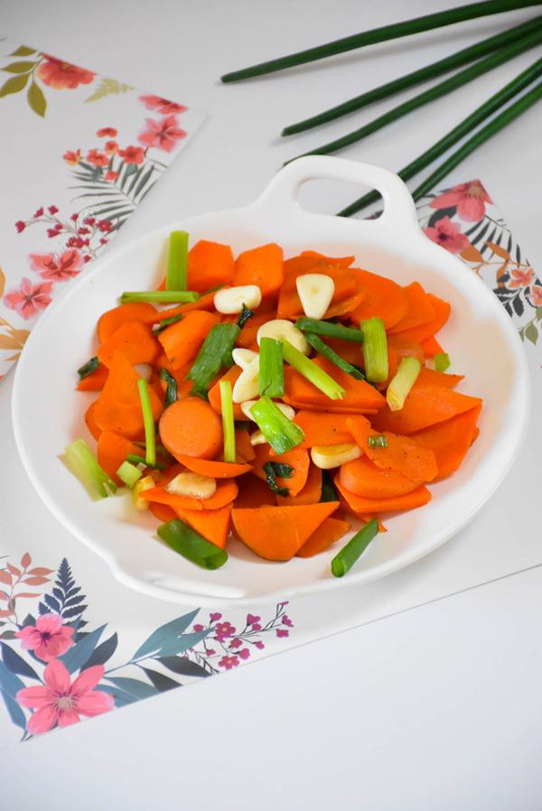 素炒胡萝卜成品图