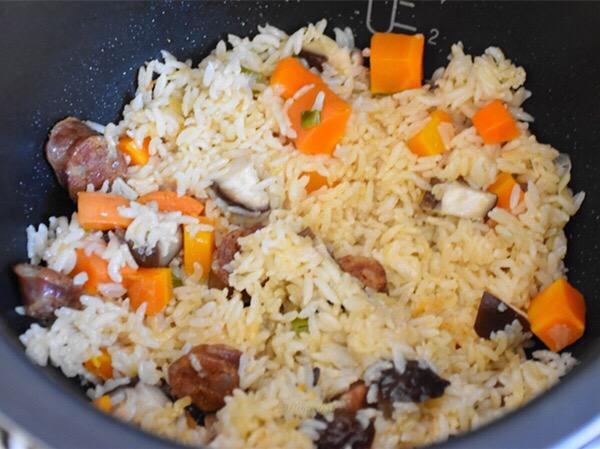 腊肠焖饭怎么煮