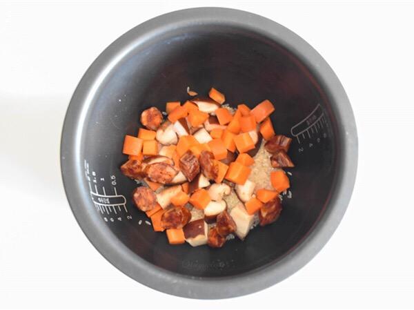 腊肠焖饭怎么做