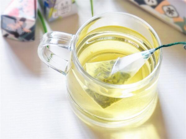 清新浓郁的绿茶成品图