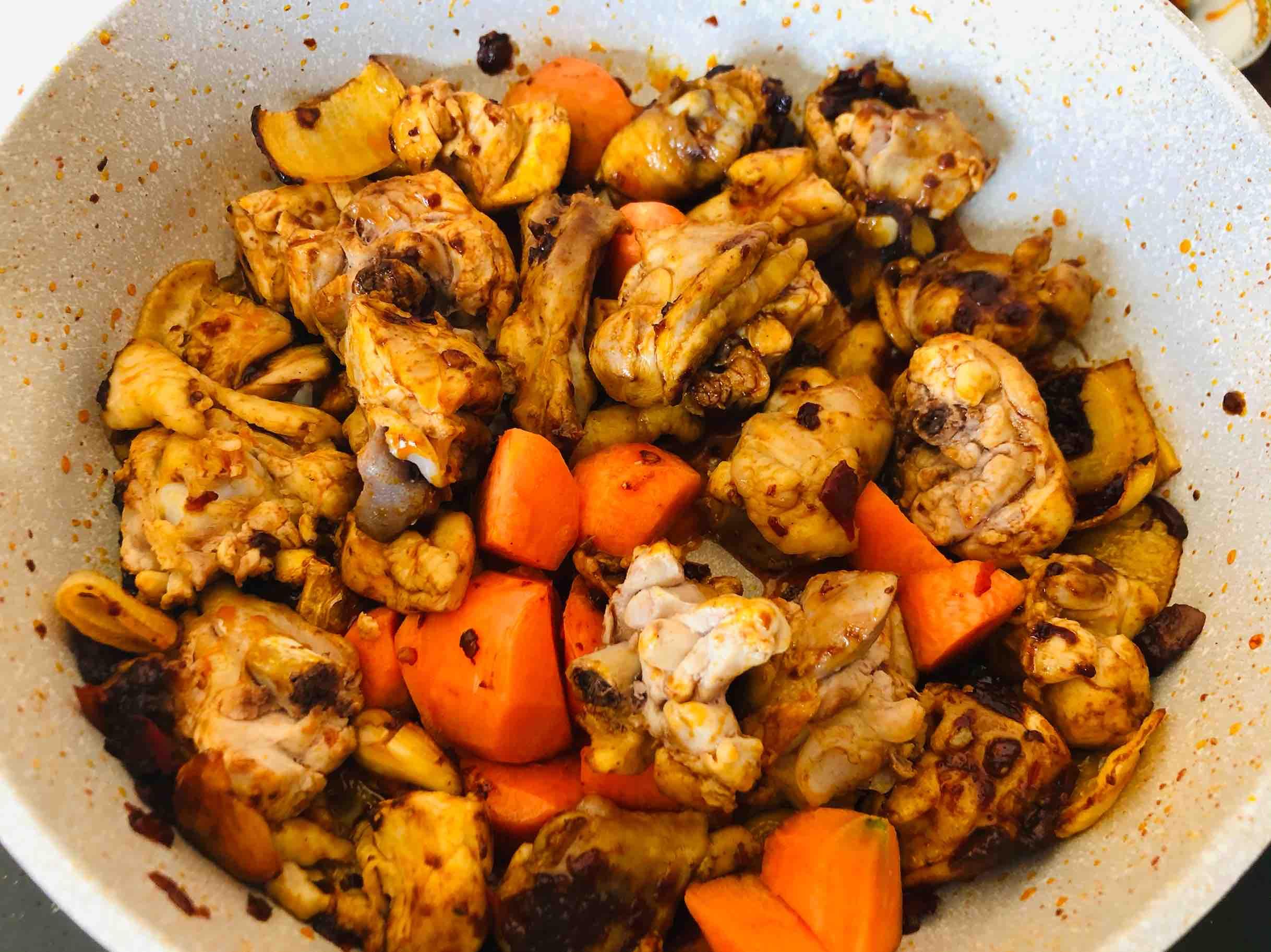火锅鸡的家常做法,香辣过瘾简单易做,配米饭太下饭啦怎样煸