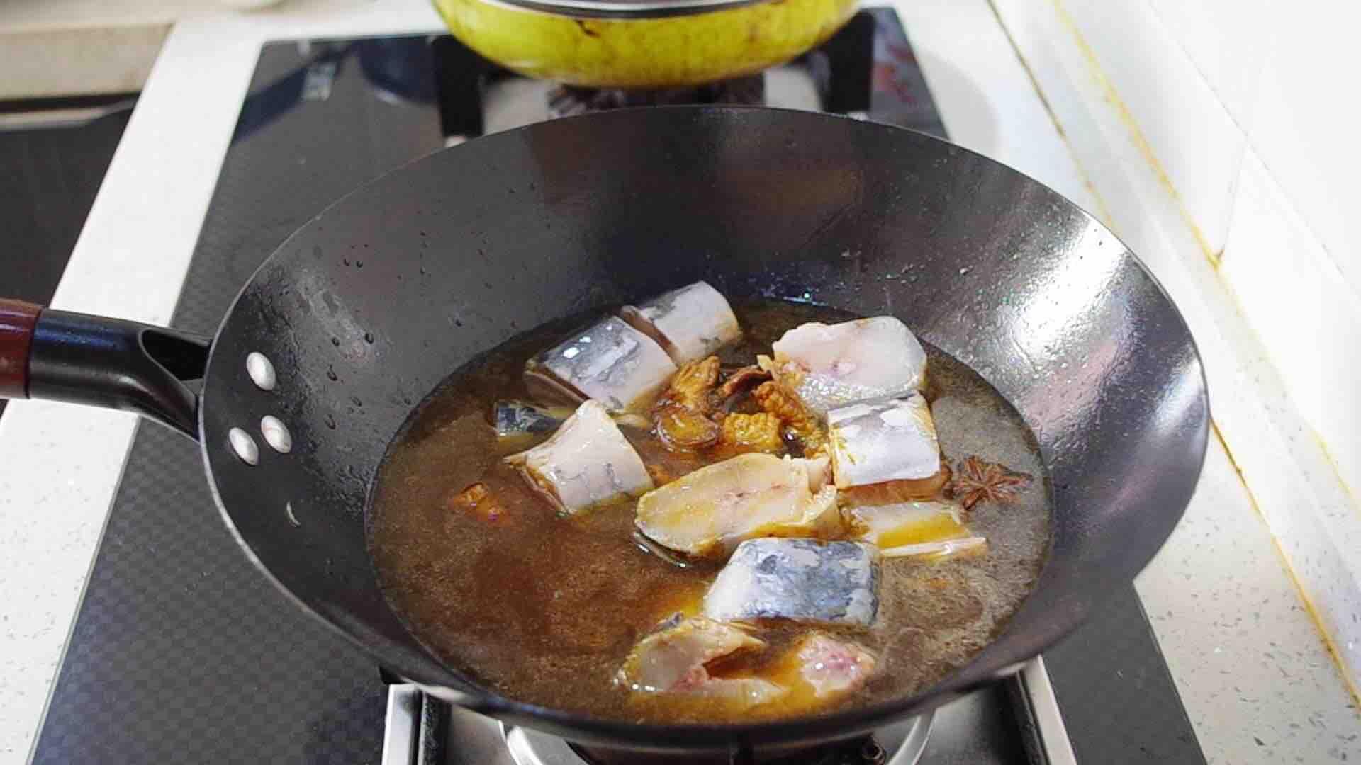 饭菜一锅出:小鲅鱼焖面怎么吃