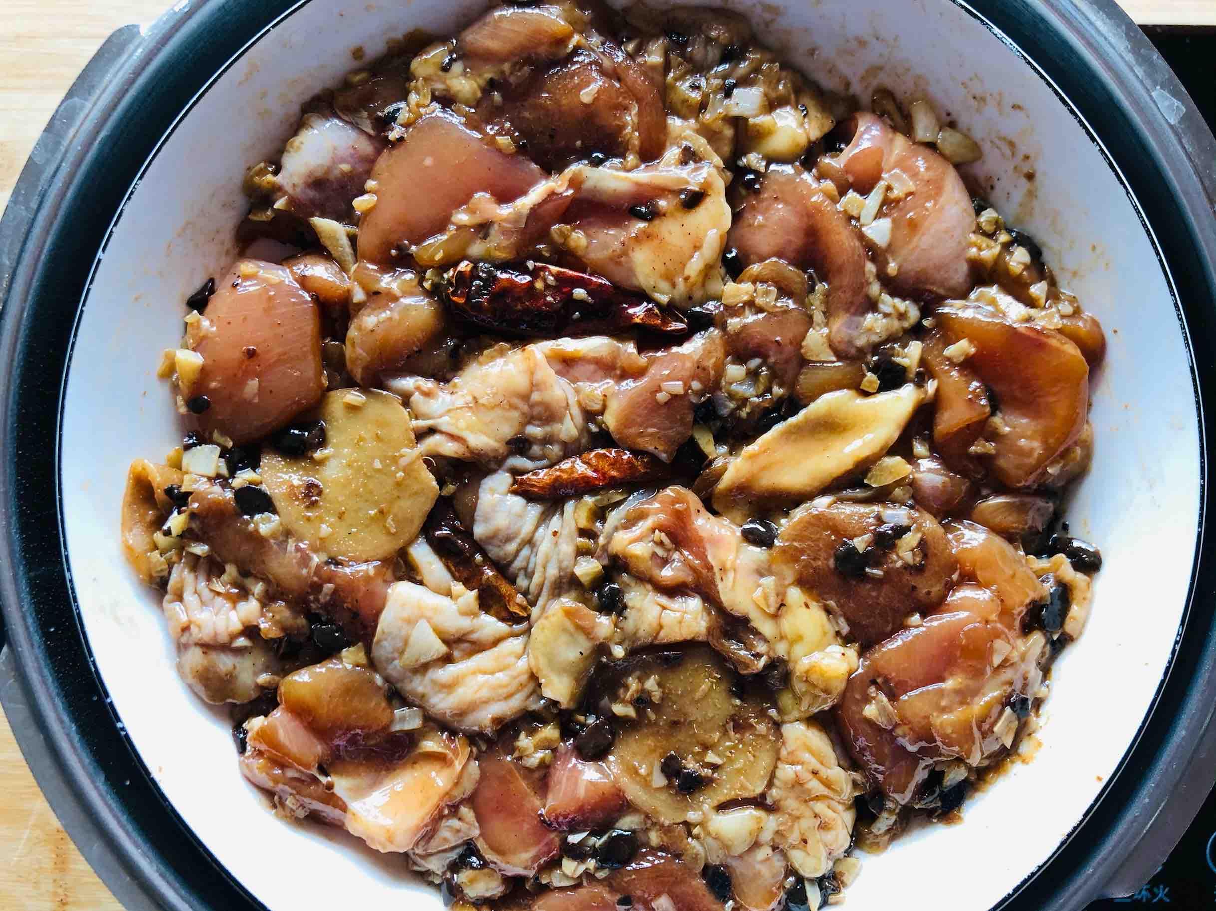 炒菜吃腻了,那就来道豆豉蒸滑鸡吧,简单快手营养不流失的步骤
