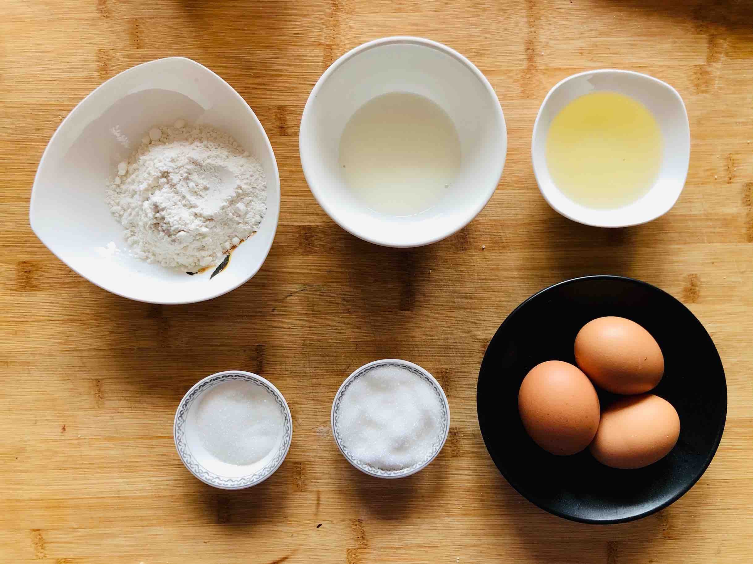戚风蛋糕不用买,教你在家做,松软香甜不塌陷的步骤