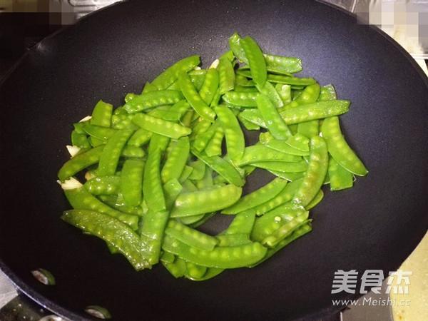 荷兰豆炒腊肠怎么做