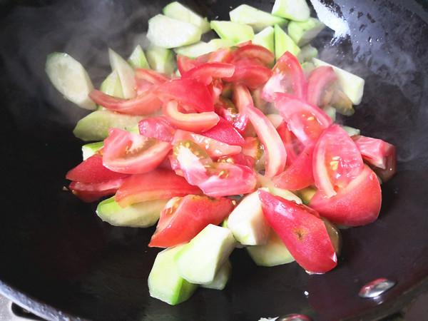 西红柿炒丝瓜怎么煸