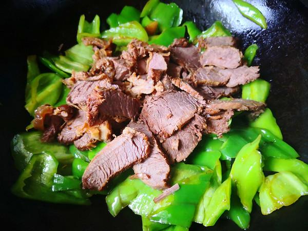 辣椒炒牛肉怎么吃