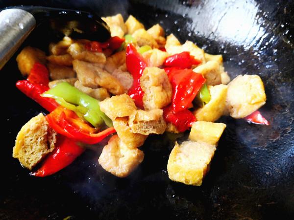 豆腐泡炒辣椒怎么做