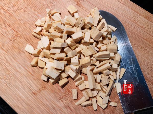 辣子腌菜冬笋炒豆干的家常做法