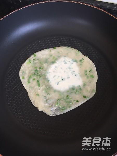 鸡蛋葱油饼(饺子皮版)怎么吃
