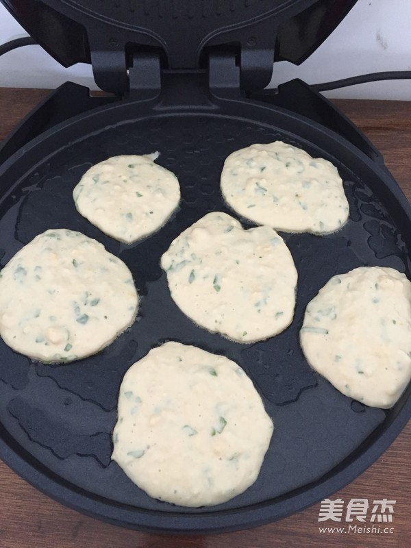 快手早餐之黑胡椒芹菜鸡蛋饼的家常做法