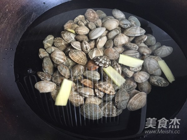 香菇酱炒花蛤的做法图解