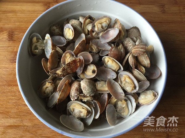 香菇酱炒花蛤的家常做法