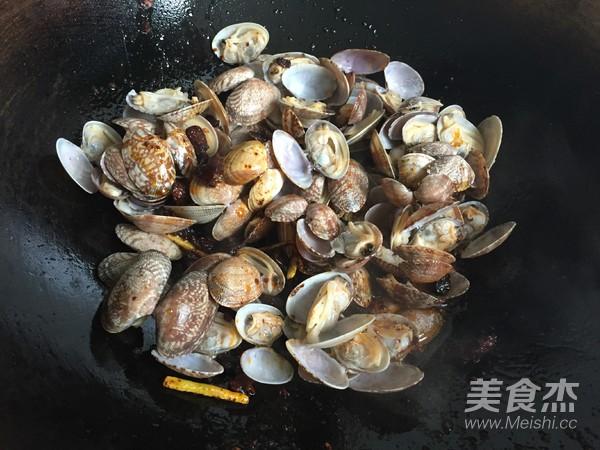 香菇酱炒花蛤怎么做