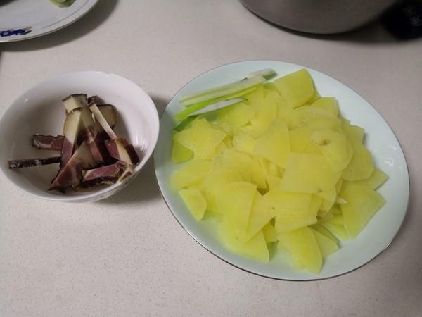 土豆炒熏肉的做法大全