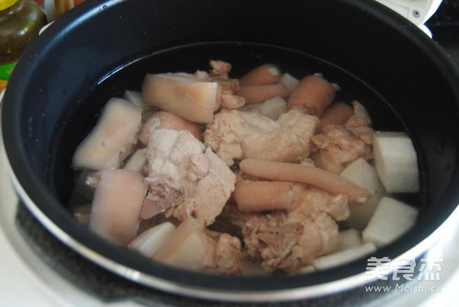 白萝卜猪尾汤怎么吃