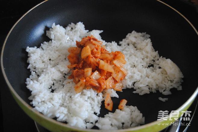 韩式辣白菜蛋炒饭的简单做法