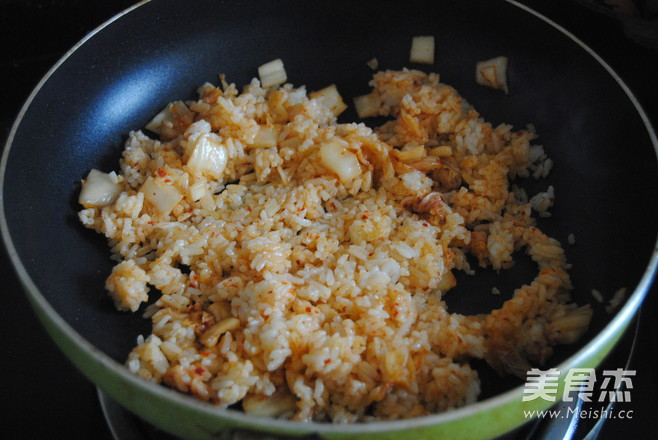 韩式辣白菜蛋炒饭怎么吃