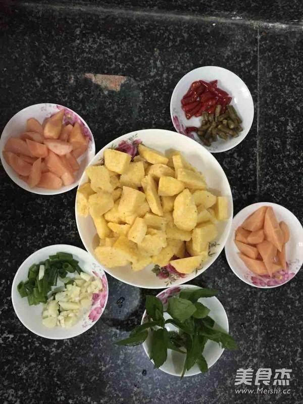 薄荷泡菜炒窝窝头的家常做法