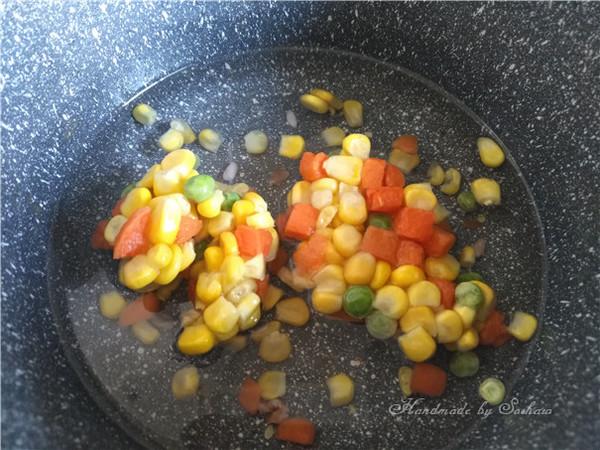 鸡蛋玉米红米炒饭的简单做法