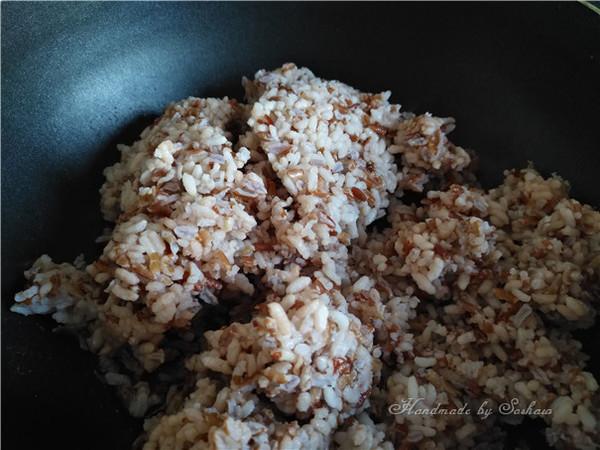 鸡蛋玉米红米炒饭怎么炒