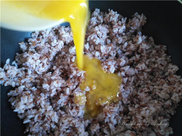 鸡蛋玉米红米炒饭怎么煮