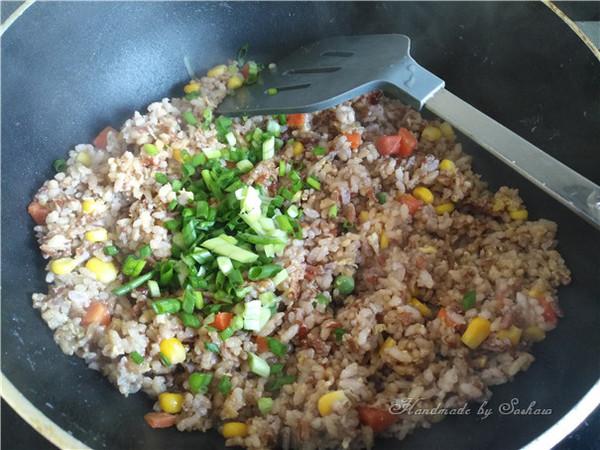 鸡蛋玉米红米炒饭怎么煸