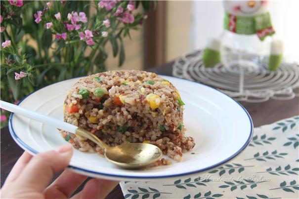 鸡蛋玉米红米炒饭怎样做