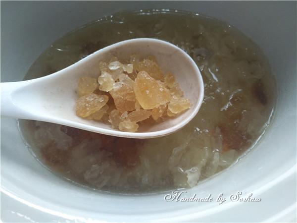 皂角米桃胶莲子银耳汤怎么炒