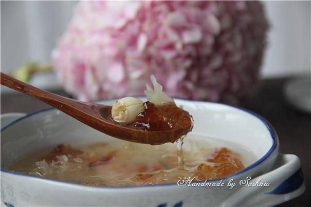 皂角米桃胶莲子银耳汤怎么煮