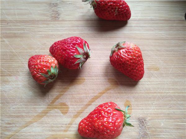 草莓养乐多的做法大全