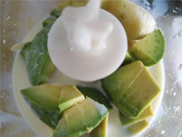 香蕉牛油果牛奶的简单做法