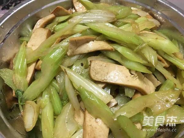芹菜炒香干怎么吃