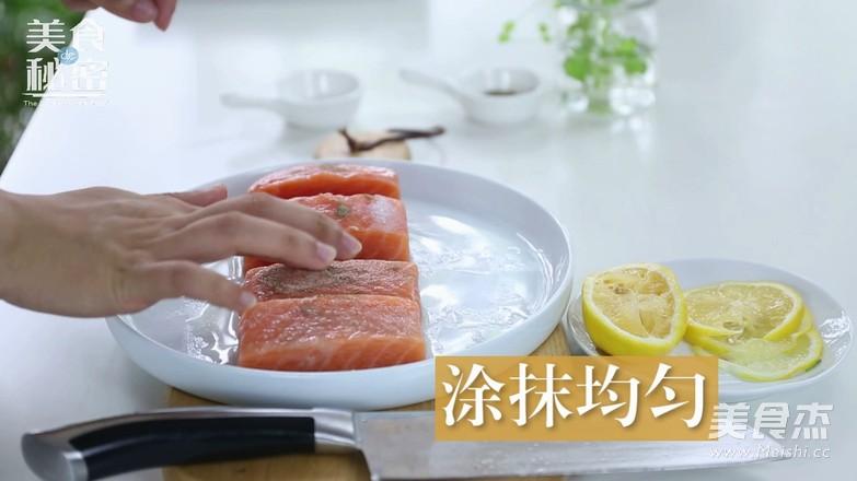 迷迭香煎三文鱼的家常做法
