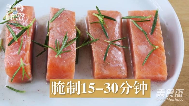 迷迭香煎三文鱼的简单做法