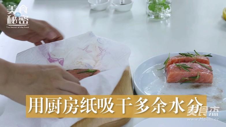 迷迭香煎三文鱼怎么吃