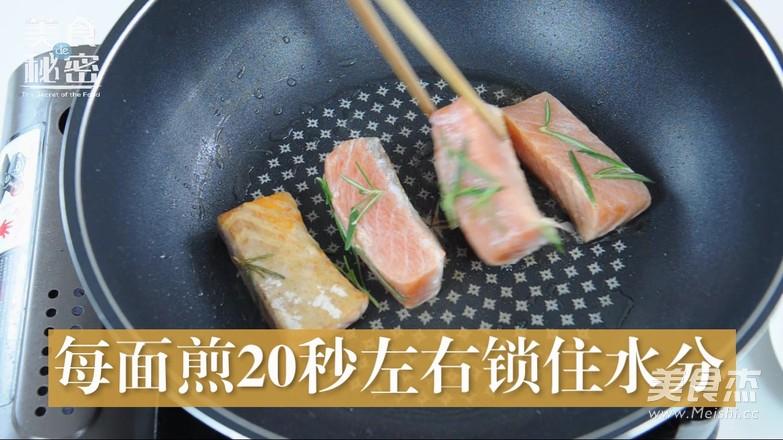 迷迭香煎三文鱼怎么炒