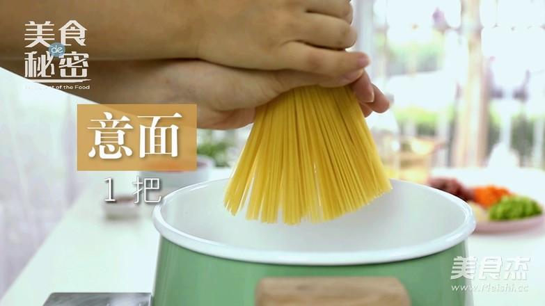 """意大利面 可以秒变主厨的""""意式肉酱面""""的家常做法"""