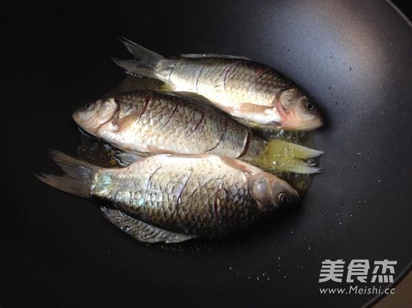 干锅鲫鱼的简单做法