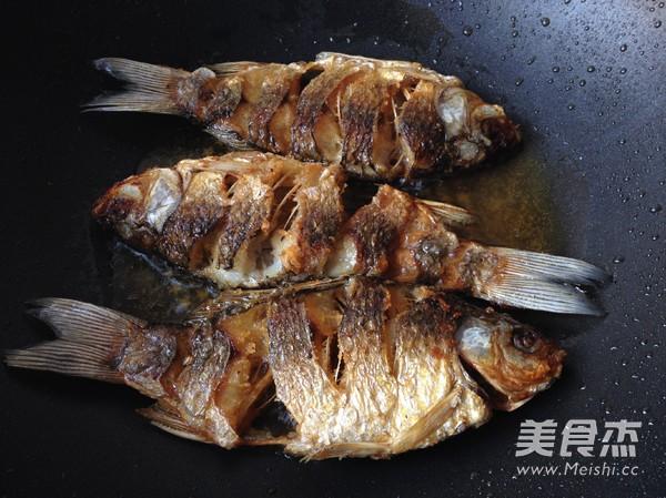 干锅鲫鱼怎么吃