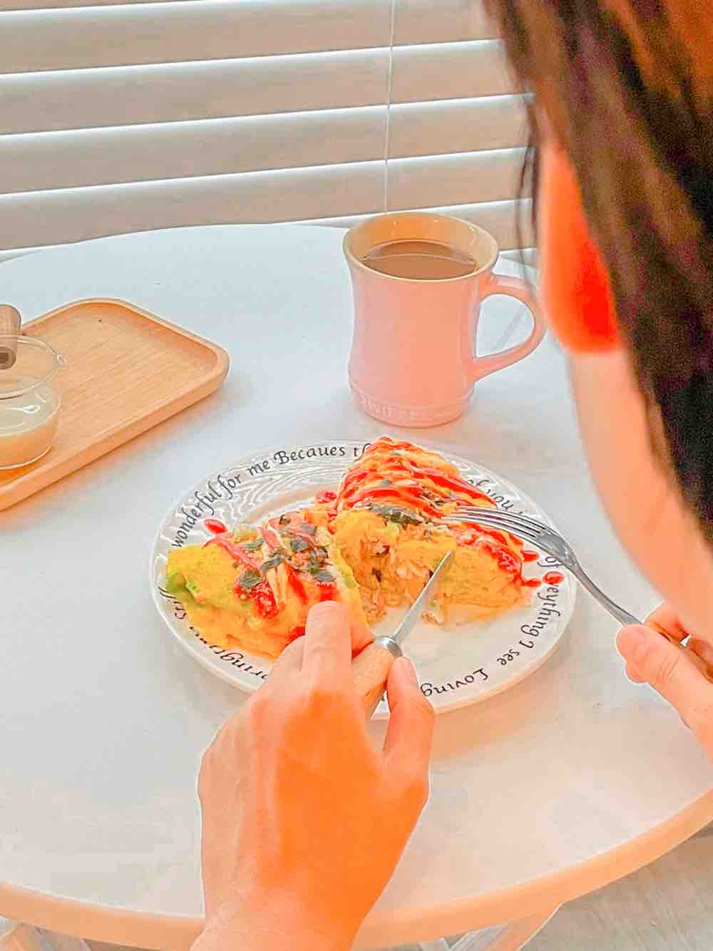 金枪鱼鸡蛋菜包—餐桌上的夏日限定成品图