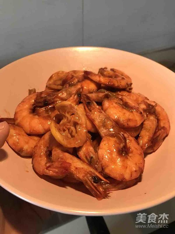 红焖大虾怎么吃