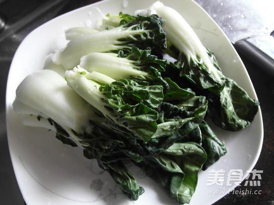 奶白菜猪大骨汤的步骤