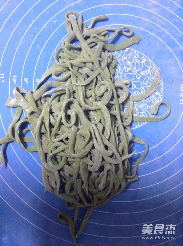 菠菜粉高筋手擀面怎么炒