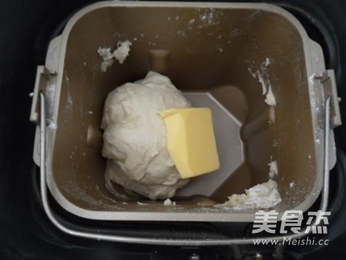 野葱香肠面包的家常做法