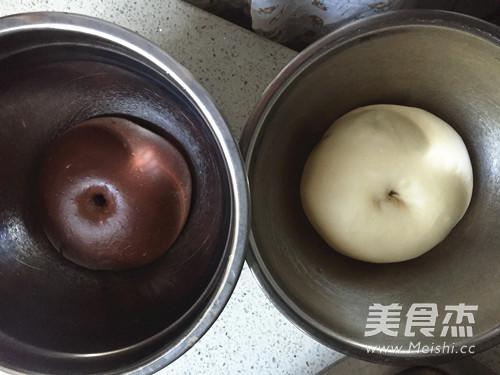 可可双色蜂蜜面包卷的简单做法
