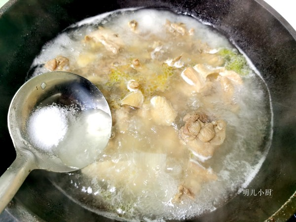 炖鸡汤的家常做法