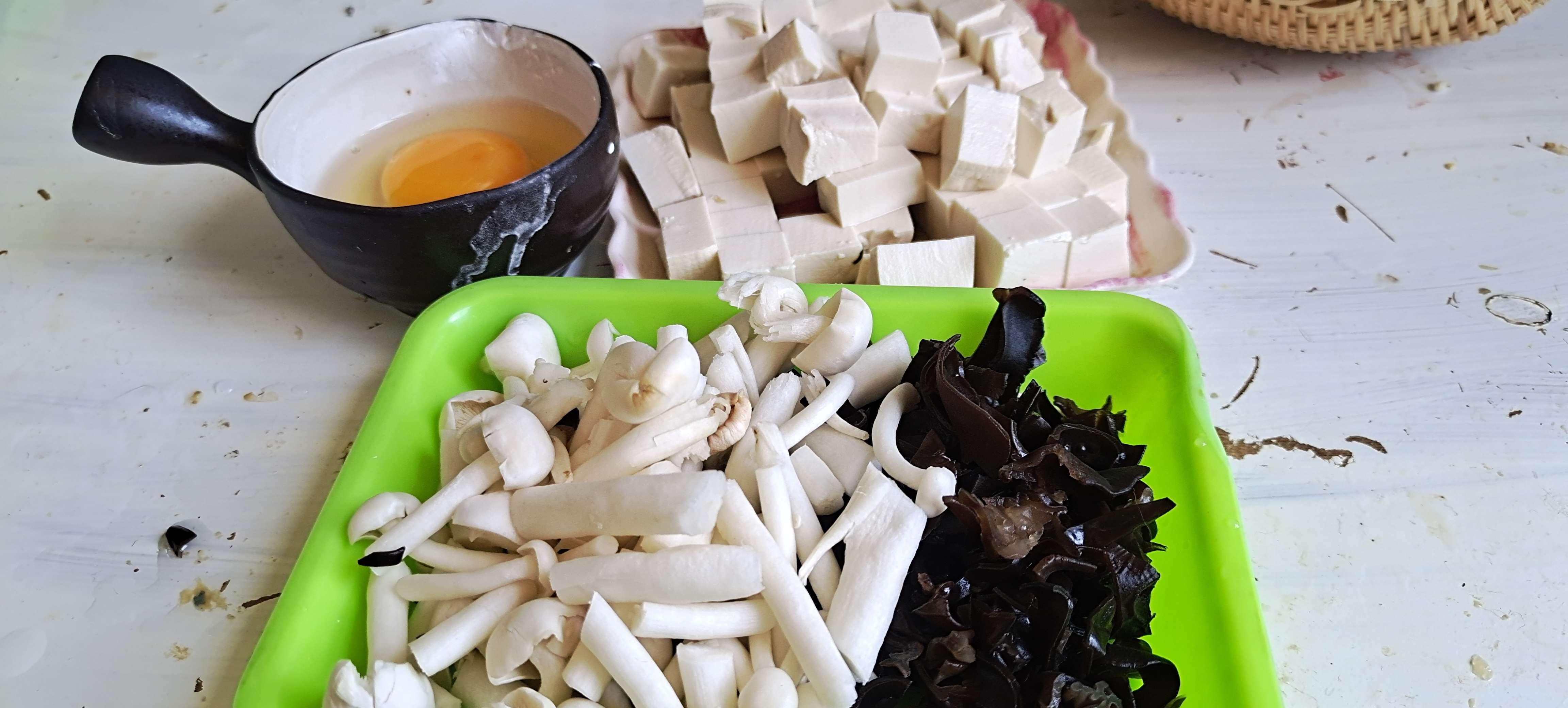 秋冬季的一碗暖身汤…酸辣豆腐羹的做法图解
