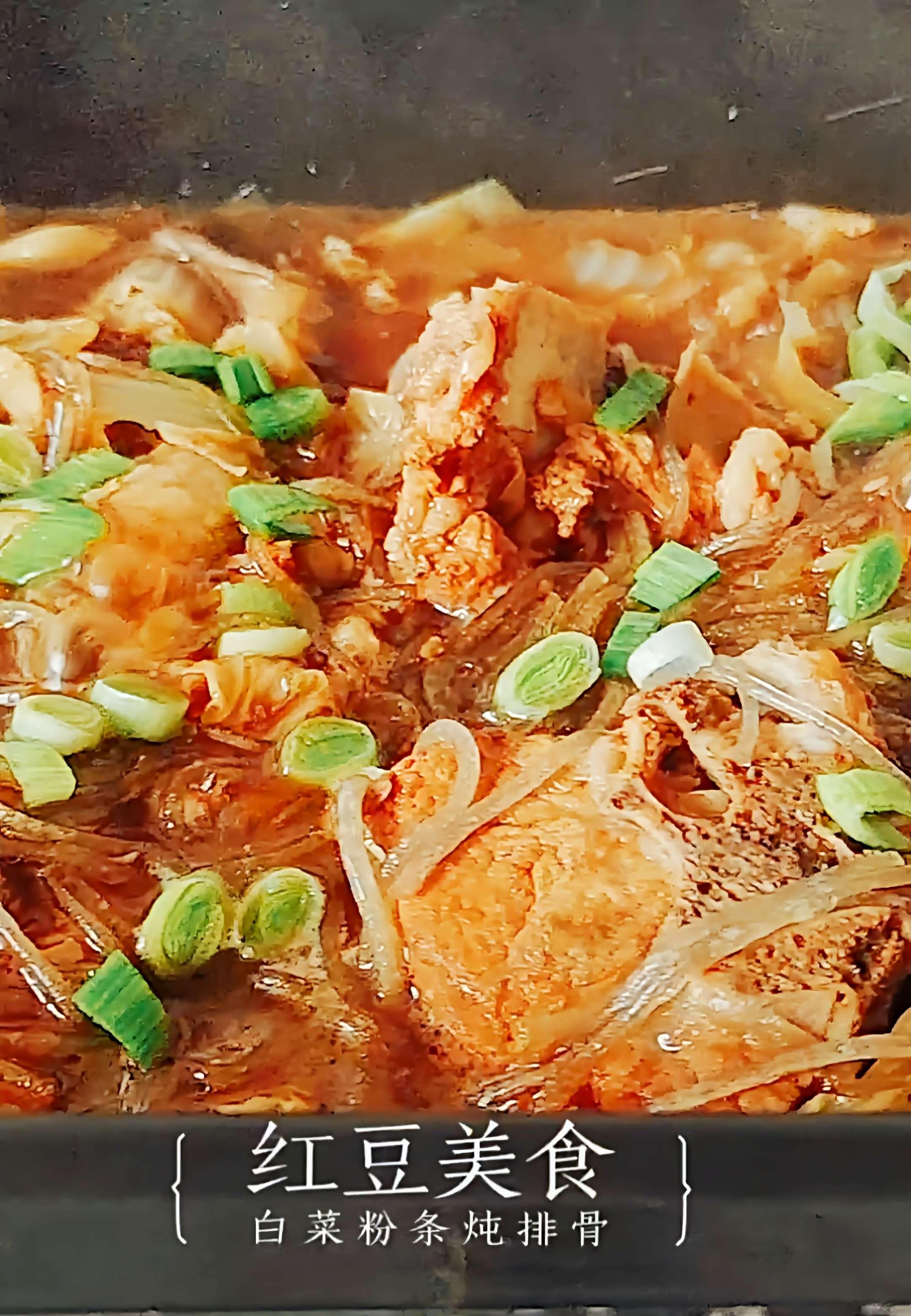 秋冬最爱家常菜…白菜粉条炖排骨成品图