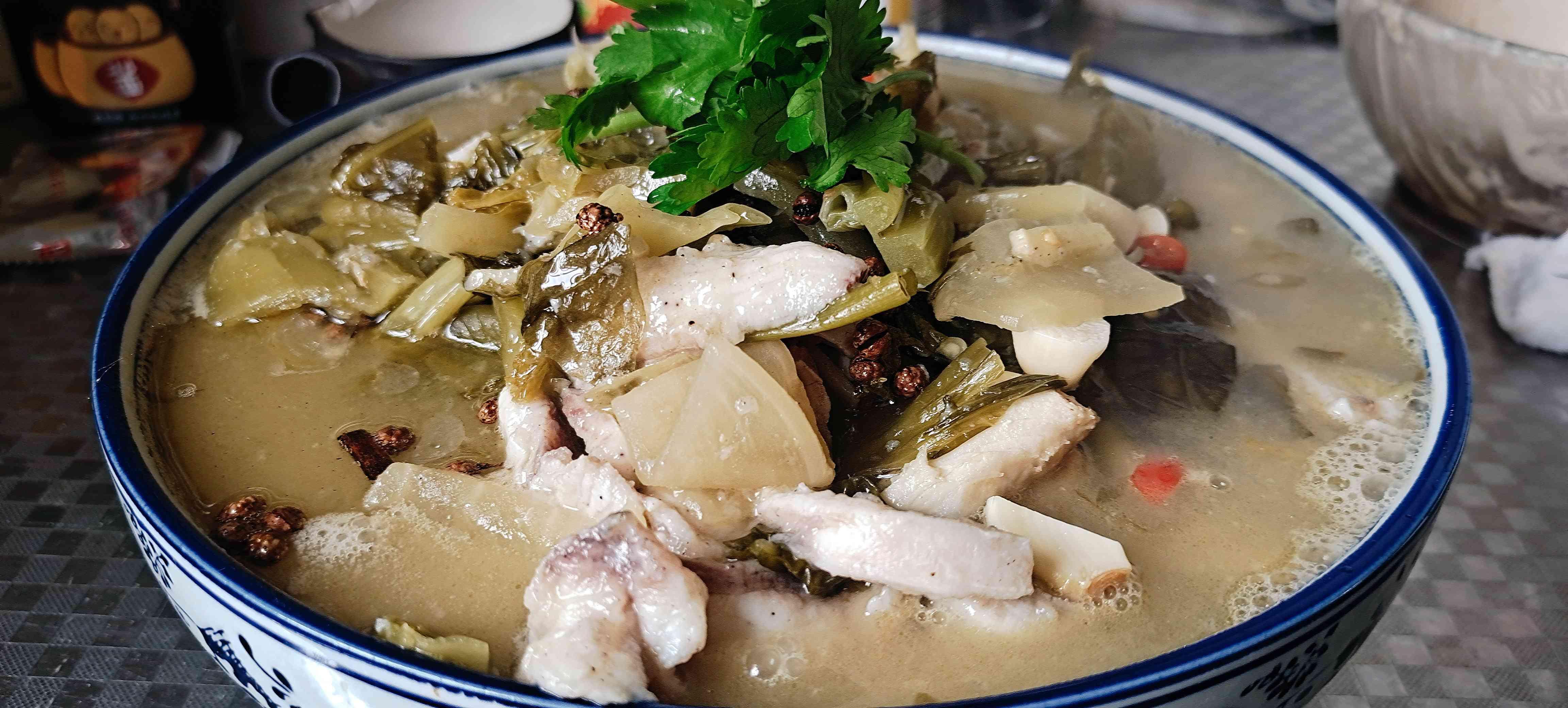 好吃的酸菜鱼做法,10分钟学会~酸菜鱼怎样煸